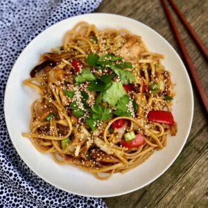 vegan noodles met jackfruit