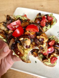 avocado toast paddenstoelen